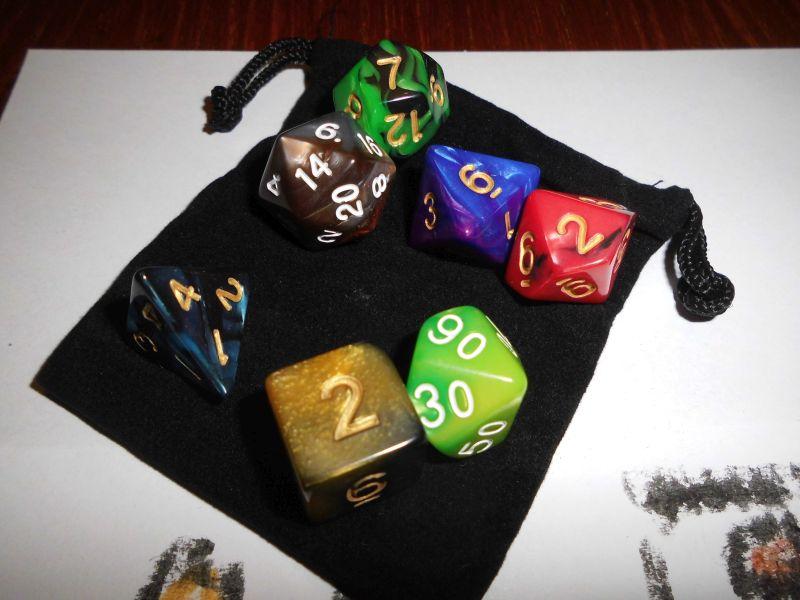 7 Würfel im Set mit Beutel - Multifarbe - D&D - RPG